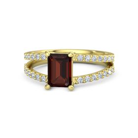 Emerald Red Garnet 14K Yellow Gold Ring with Diamond